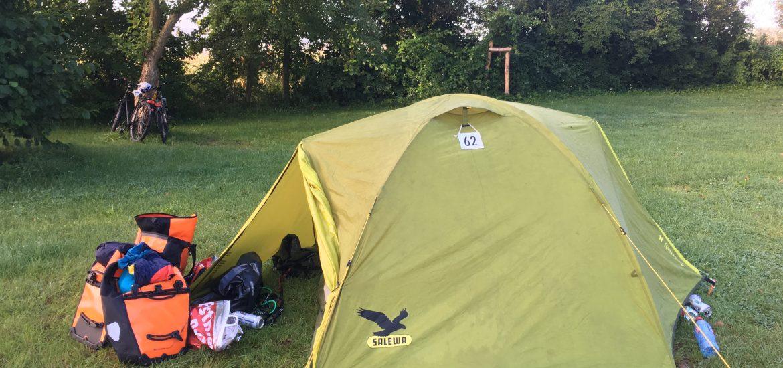Zelt auf der Wiese